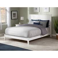 Nantucket King Traditional Bed in White