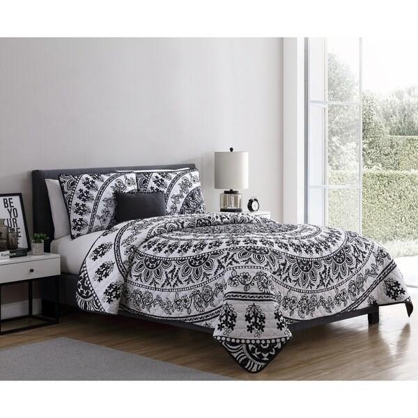 VCNY Home Kaci Black & White Medallion Quilt Set