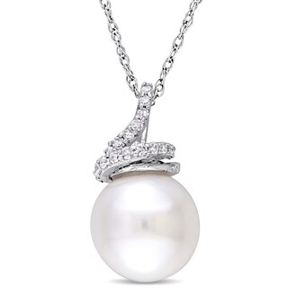 Miadora 10k White Gold CFW Pearl 1/10ct TDW Diamond Swirl Necklace (9-10mm)