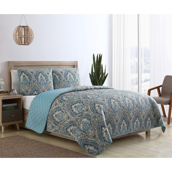 VCNY Home Cleo Reversible Damask Quilt Set