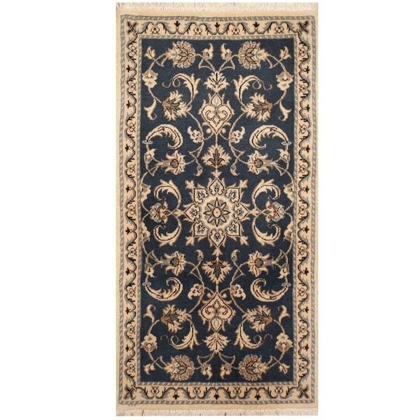 Handmade Nain Wool and Silk Rug (Iran) - 2'3 x 4'6