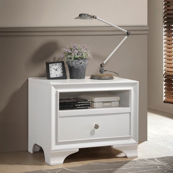 Wood Nightstand With 1 Drawer in White