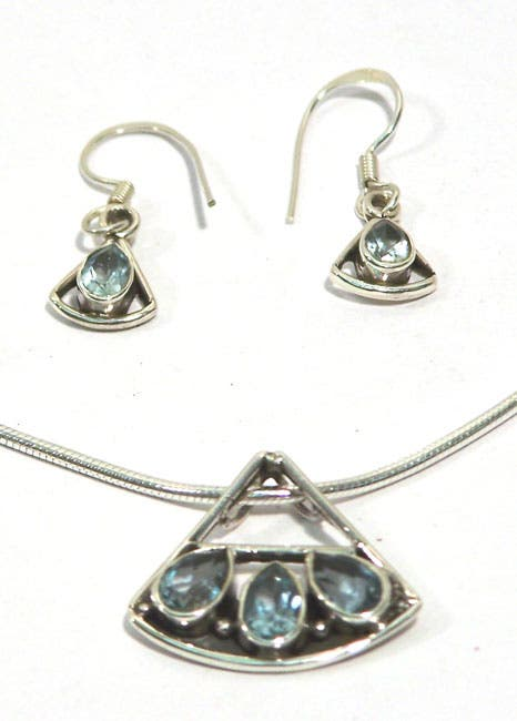 Handmade Sparkling Blue Choker and Earring Set (India)