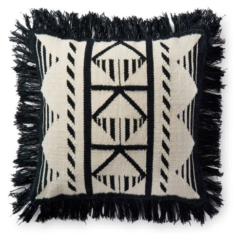 Indoor/ Outdoor Black/ Ivory Southwest 22-inch Throw Pillow with Fringe