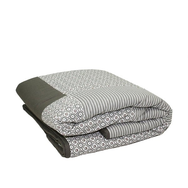 Shop 4040 New Romance Light Gray Stripe And Quatrefoil Quilted Beauteous Light Gray Throw Blanket