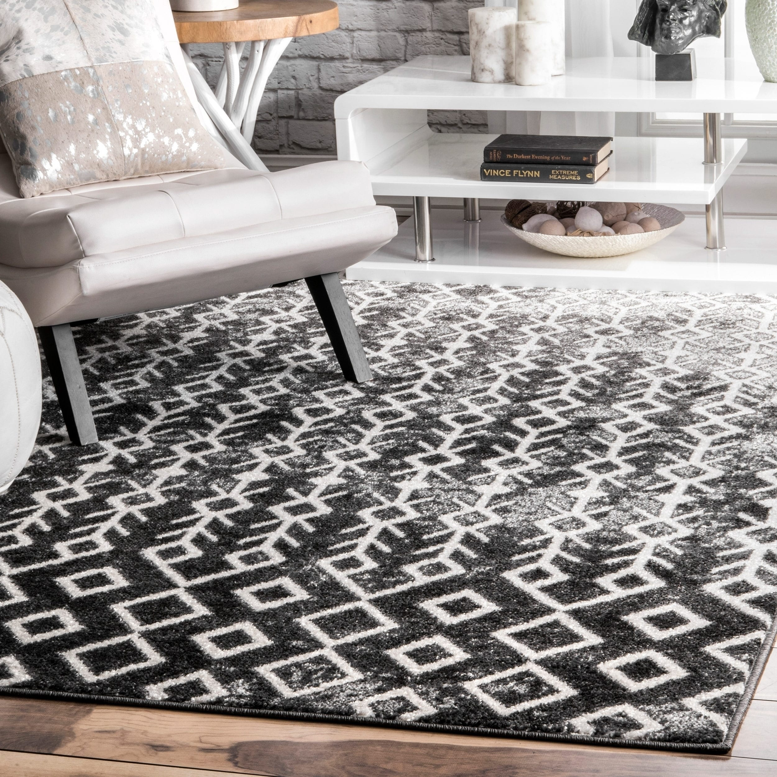 Picture of: Nuloom Black And White Modern Abstract Boho Electric Lined Ombre Area Rug On Sale Overstock 23001301 5 X 8 Black White