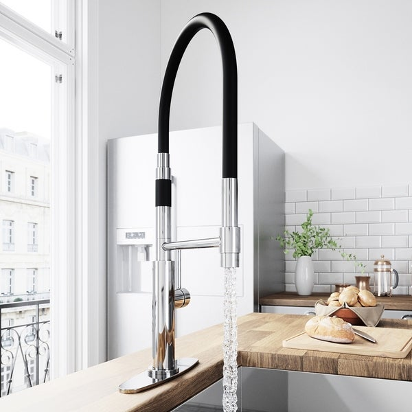 VIGO Norwood Chrome Magnetic Spray Kitchen Faucet with Deck Plate