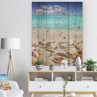 Designart 'Caribbean Sea Starfish' Beach And Shore Print on Natural Pine Wood - Blue
