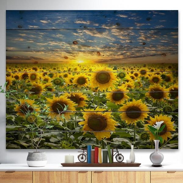 Designart 'Field of Blooming Sunflowers' Flower Print on Natural Pine Wood - Green