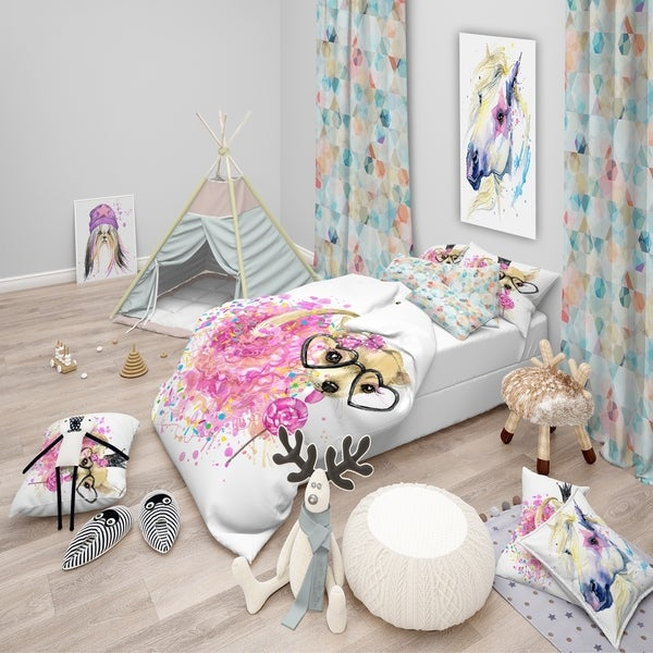 Designart 'Cute Dog with Crown and Glasses' Modern & Contemporary Bedding Set - Duvet Cover & Shams