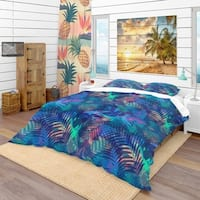 Designart 'Tropical Pattern with Palm Leaves' Modern & Contemporary Bedding Set - Duvet Cover & Shams