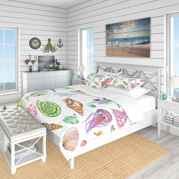 Designart 'Seahorses Jellyfish Shells & Seaweed' Nautical & Coastal Bedding Set - Duvet Cover & Shams