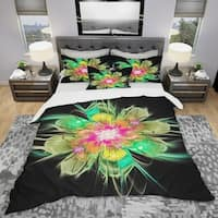Designart 'Ideal Fractal Flower Digital Art in Green' Modern & Contemporary Bedding Set - Duvet Cover & Shams