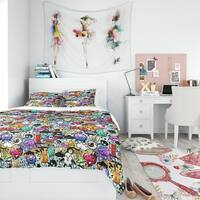 Designart - Graffiti Texture - Modern Teen Duvet Cover Set