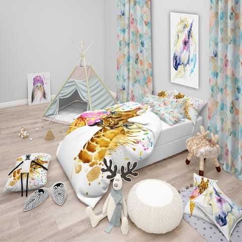 Designart 'Giraffe Eating Ice Cream Watercolor' Tropical Bedding Set - Duvet Cover & Shams