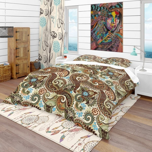 Designart 'Paisley Pattern with Fantasy Background' Vintage Bedding Set - Duvet Cover & Shams. Opens flyout.