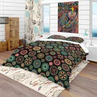 Designart 'Geometric Round Ethnic Decorative Elements' Bohemian & Eclectic Bedding Set - Duvet Cover & Shams