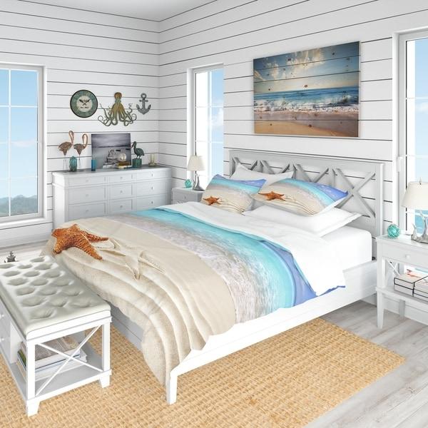 Designart 'Brown Starfish on Caribbean Beach' Beach Bedding Set - Duvet Cover & Shams