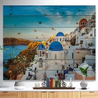 Designart 'Beautiful Santorin Houses Greece' Cityscape Print on Natural Pine Wood - Blue