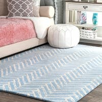 "nuLOOM Blue Handmade Wool Viga Chevron Medallion Area Rug - 7'6"" x 9'6"""