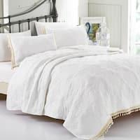 California Design Den  Eva Tassles & Lace Quilt Set