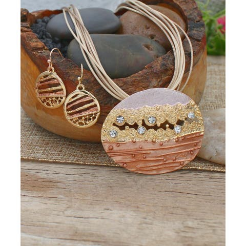 Handmade Layered Beauty Pendant and Necklace Set - Gold