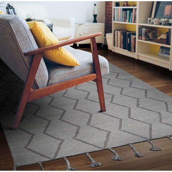 Hand-Woven Segismundo Vigo Gray Wool Area Rug - 5' x 8'