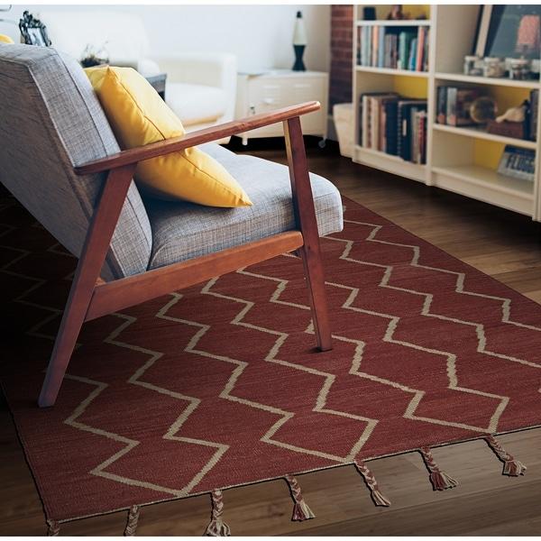 Hand-Woven Segismundo Vigo Red Wool Area Rug - 5' x 8'