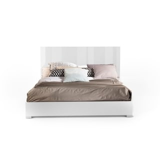 Mika Q Bed