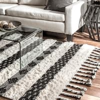 nuLOOM Ivory Handmade Wool Cotton Geo Striped Shag Rug