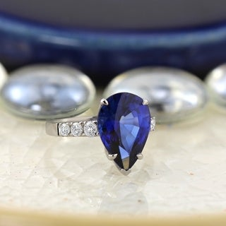 18k Gold 6 1/3ct Pear Shaped Sapphire and 3/8ct TDW and Side Stone Diamond Ring by Auriya