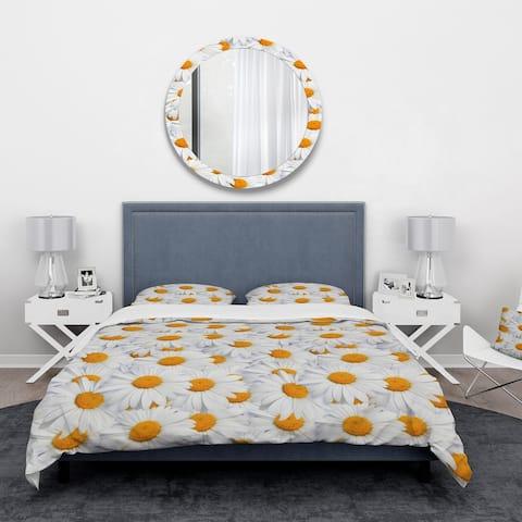 Designart 'Daisy Hearts Close-ups' Floral Bedding Set - Duvet Cover & Shams