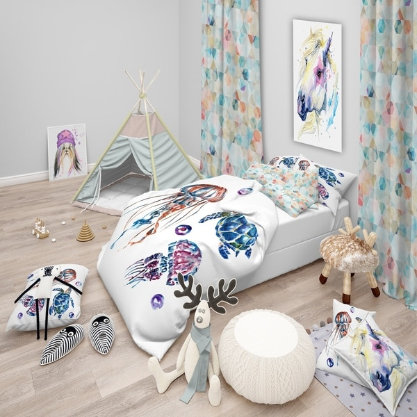Designart 'Colorful Jellyfish and Turtles' Animal Bedding Set - Duvet Cover & Shams