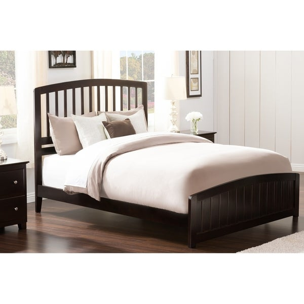 Richmond Queen Traditional Bed with Matching Foot Board in Espresso