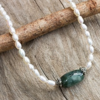 Handmade Purity and Love Pearl and Jade Necklace (Thailand)