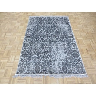 "Hand Knotted Gray Tabriz with Wool & Silk Oriental Rug (4'7"" x 6'7"") - 4'7"" x 6'7"""