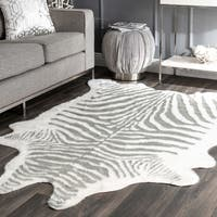 nuLOOM Contemporary Stripped Safari Acrylic Faux Zebra Shaped Area Rug - 5' x 6' 7