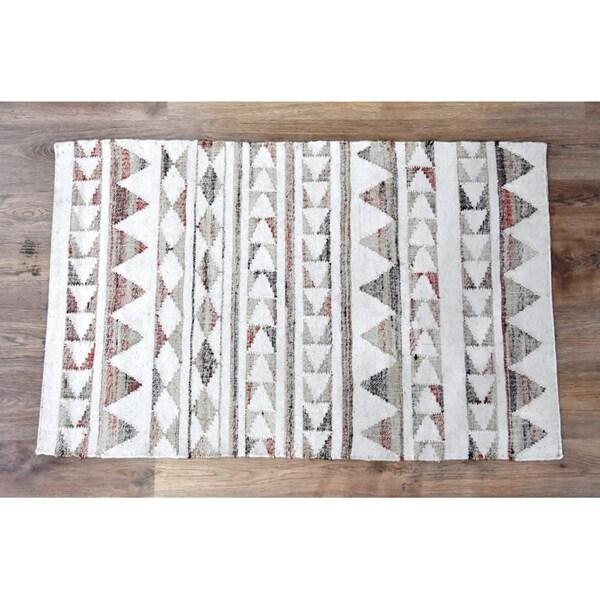Handmade Tribal Beige Wool and Jute Rug (India) - 8'x10'
