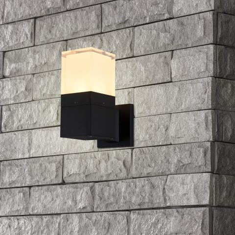 "VONN Lighting 9"" Modern VOW1768BL 5-Watt Integrated LED Outdoor Wall Sconce in Matt Black"