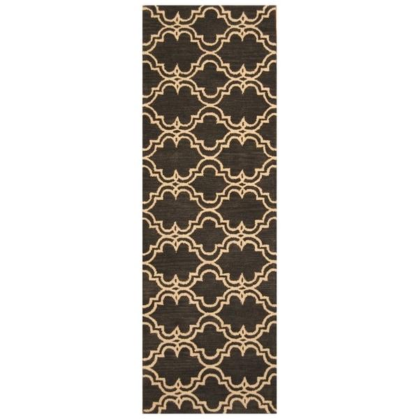 Handmade Trellis Wool Rug (India) - 2'7 x 7'10