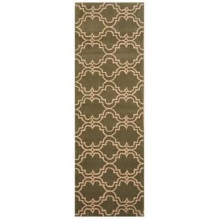 Handmade Trellis Wool Rug (India) - 2'6 x 8'