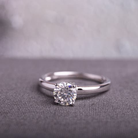 Moissanite by Miadora 14k White Gold Round-Cut Moissanite Solitaire Engagement Ring