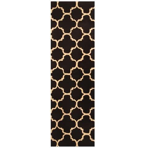Handmade Trellis Wool Rug (India) - 2'5 x 8'