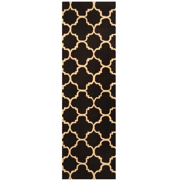 Handmade Trellis Wool Rug (India) - 2'5 x 8'. Opens flyout.