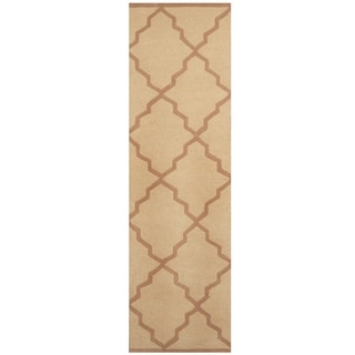 Handmade Trellis Wool Rug (India) - 2'4 x 8'