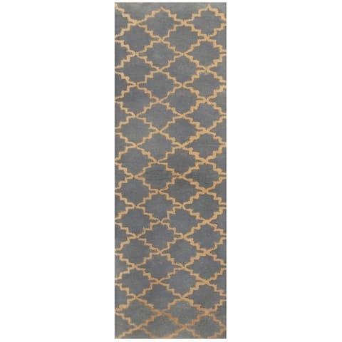 Handmade Trellis Wool Rug (India) - 1'10 x 5'1