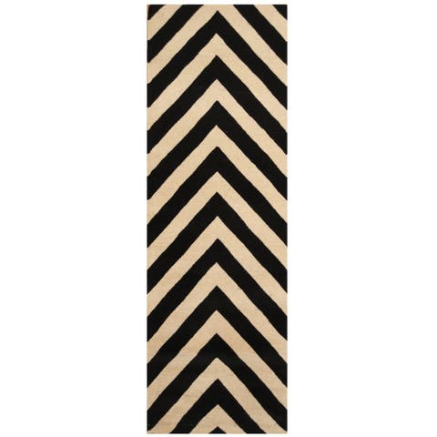 Handmade Chevron Wool Rug (India) - 2'6 x 8'