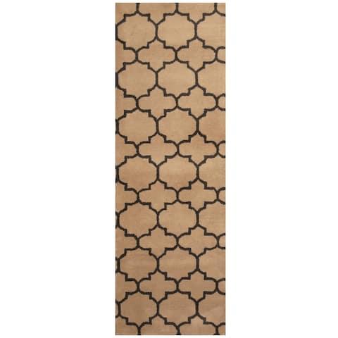 Handmade Trellis Wool Rug (India) - 2'7 x 8'