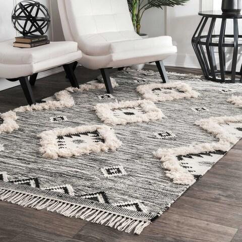 nuLOOM Grey Black Flatweave Hand-woven Wool Southwestern Ikat Tassel Area Rug - 6' x 9'