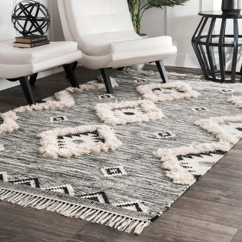 The Curated Nomad Diamond Heights Handwoven Wool Grey Ikat Tassel Area Rug - 3' x 5'